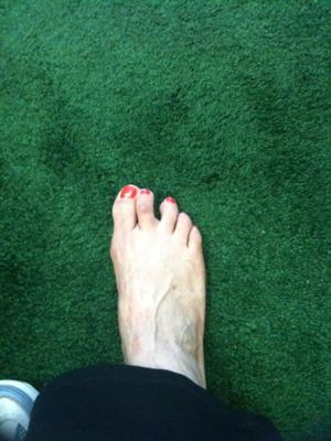 second toe leans toward big toe